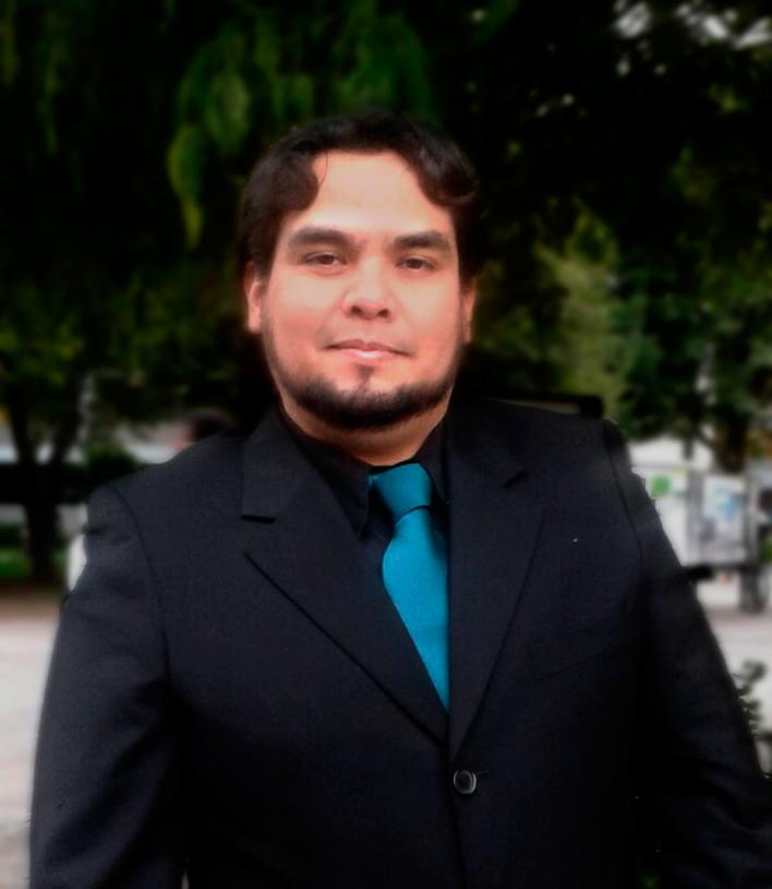 Foto del tenor Erik de León Garza